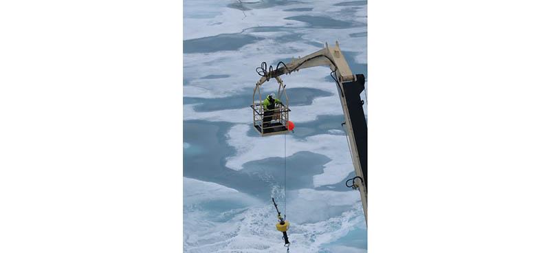 Déploiement d'un hydrophone en Arctique. Michel André, Author provided
